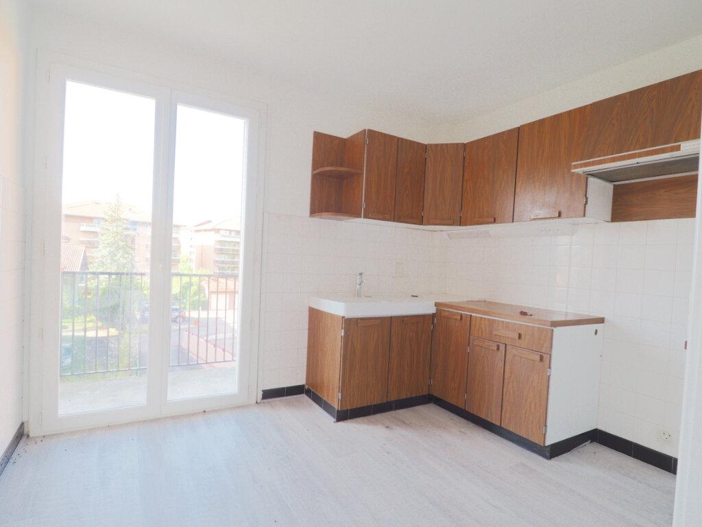 Appartement à louer 3 68.72m2 à La Roche-sur-Foron vignette-2