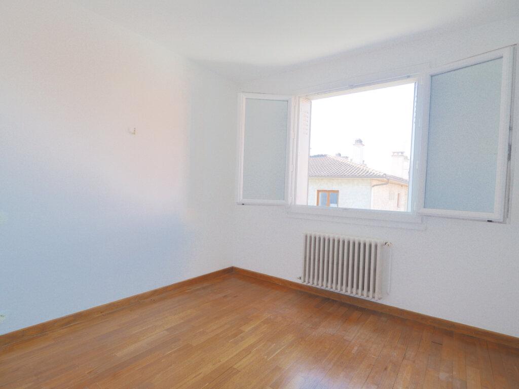Appartement à louer 3 68.72m2 à La Roche-sur-Foron vignette-3