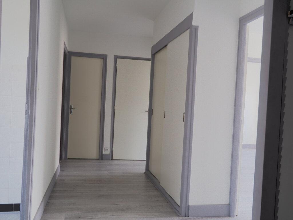Appartement à louer 3 68.72m2 à La Roche-sur-Foron vignette-4