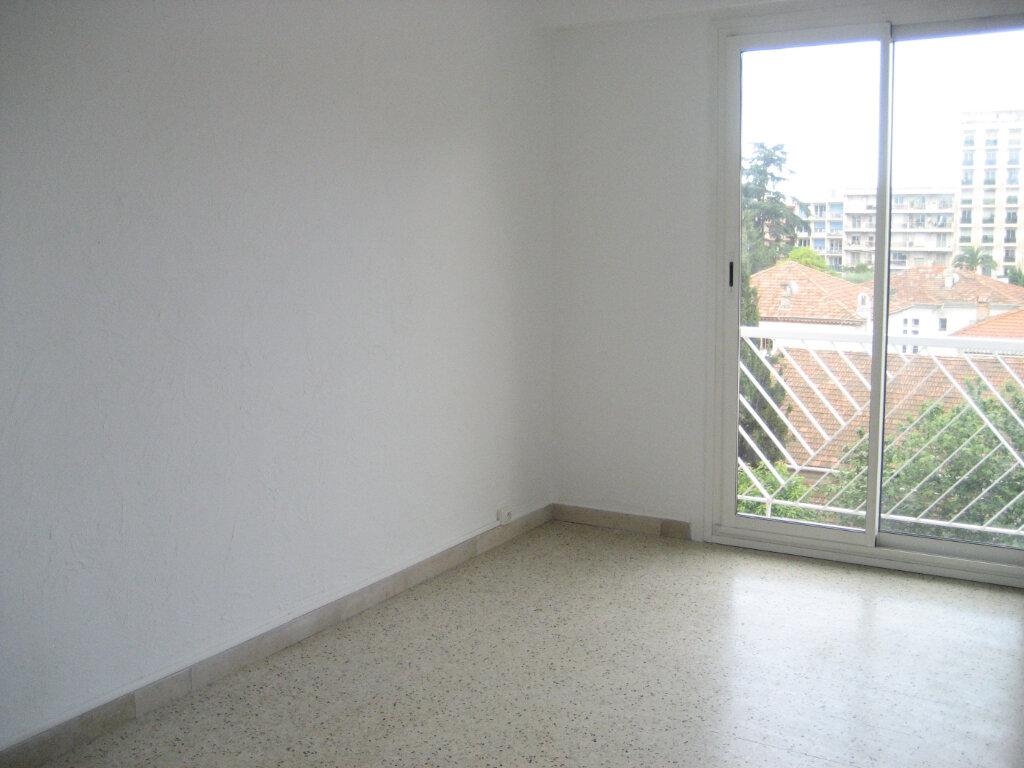 Appartement à louer 2 54.2m2 à Saint-Laurent-du-Var vignette-1
