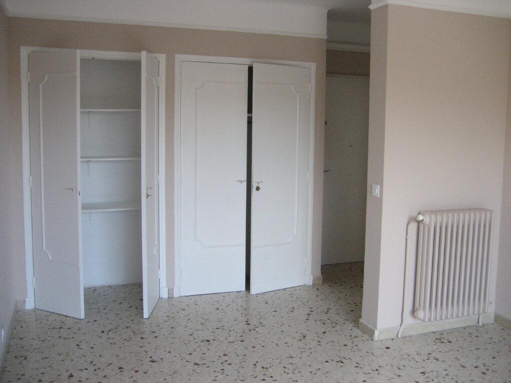 Appartement à louer 2 54.2m2 à Saint-Laurent-du-Var vignette-3
