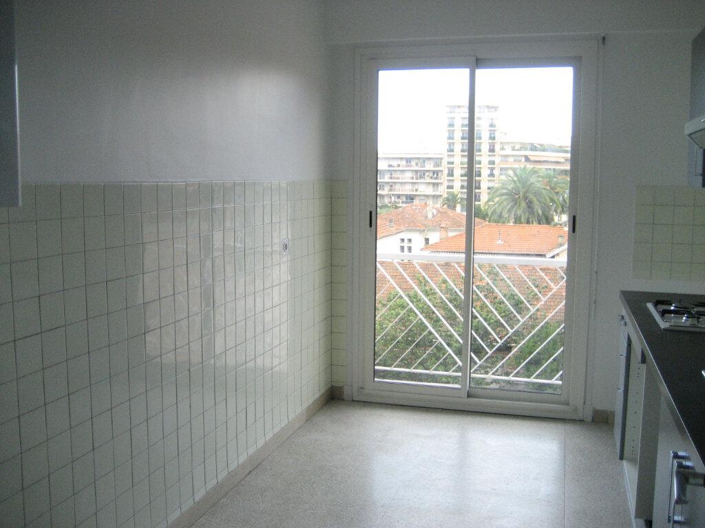 Appartement à louer 2 54.2m2 à Saint-Laurent-du-Var vignette-5