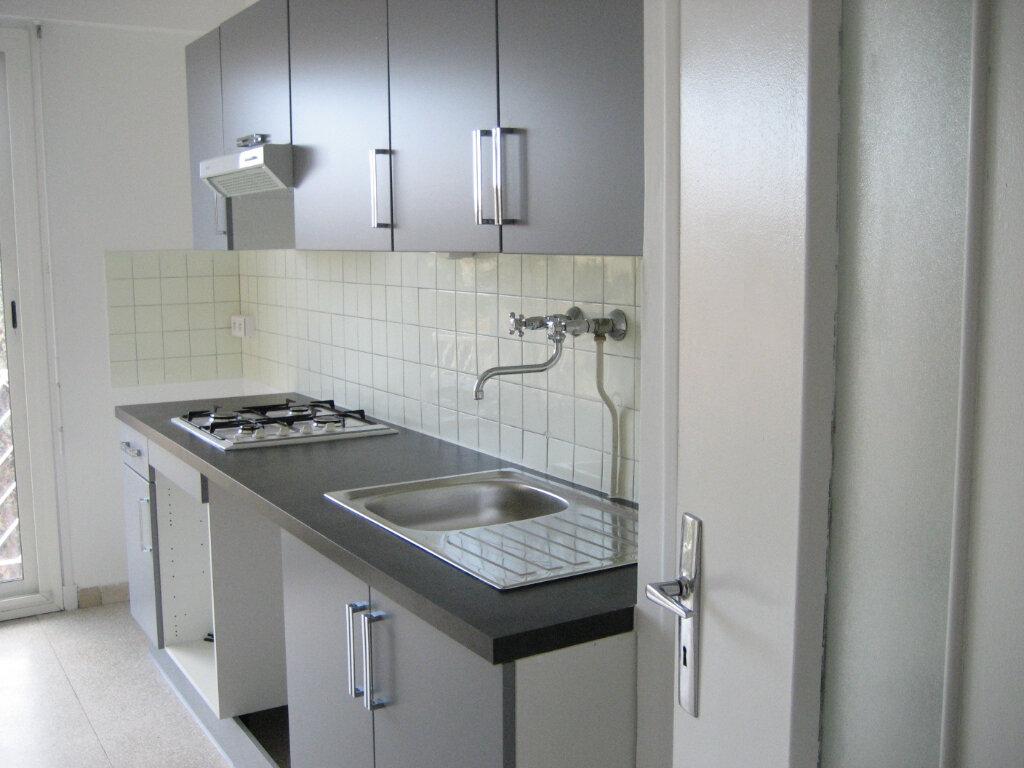 Appartement à louer 2 54.2m2 à Saint-Laurent-du-Var vignette-6