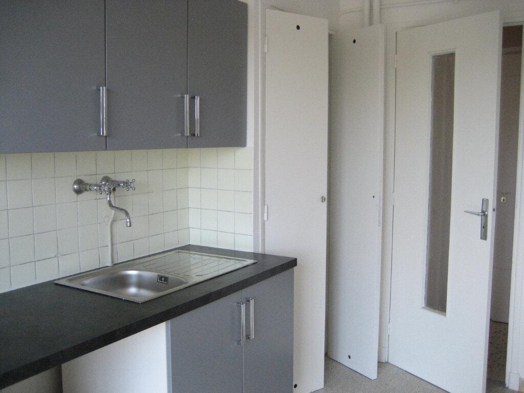 Appartement à louer 2 54.2m2 à Saint-Laurent-du-Var vignette-7
