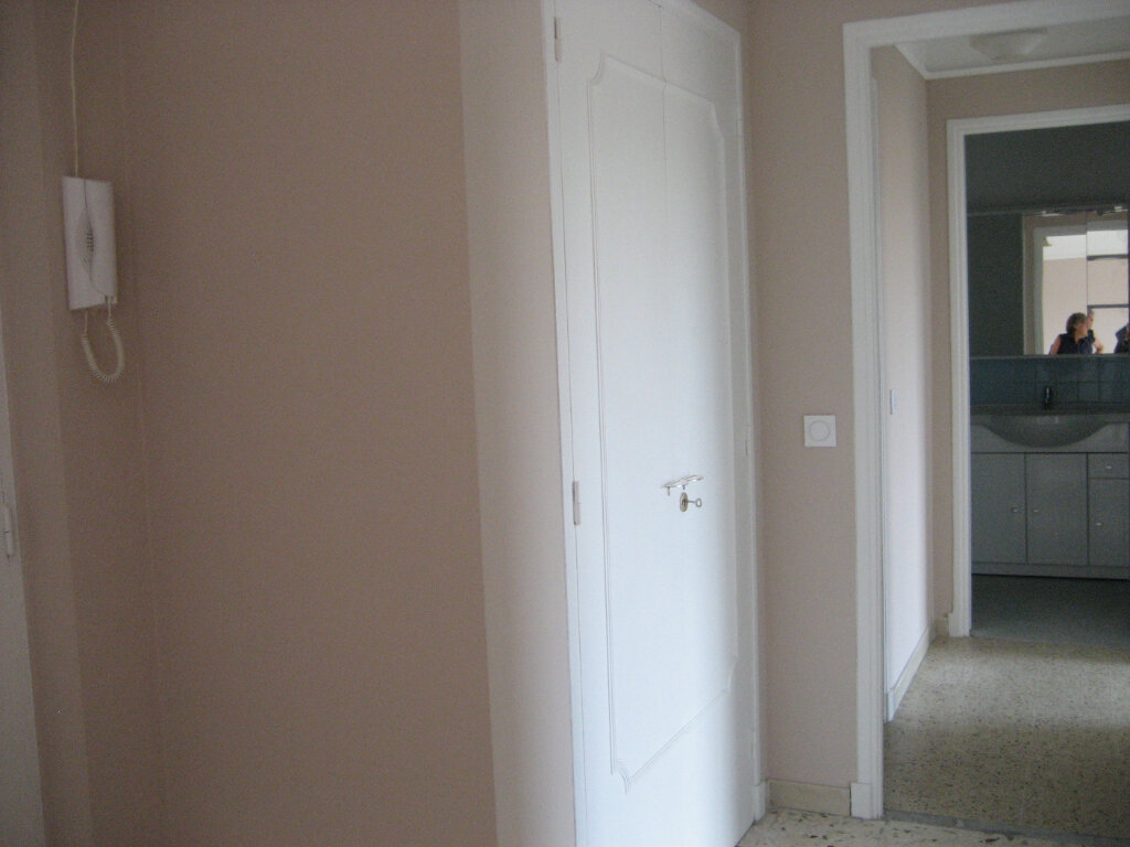 Appartement à louer 2 54.2m2 à Saint-Laurent-du-Var vignette-8