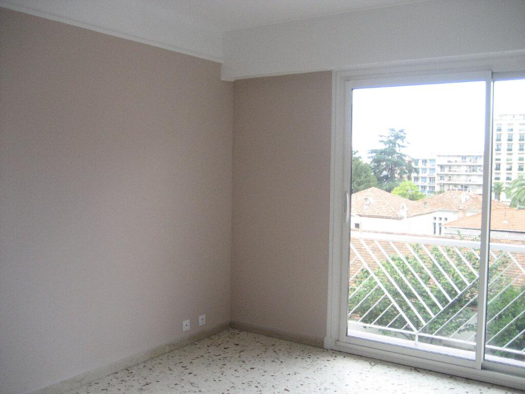 Appartement à louer 2 54.2m2 à Saint-Laurent-du-Var vignette-9