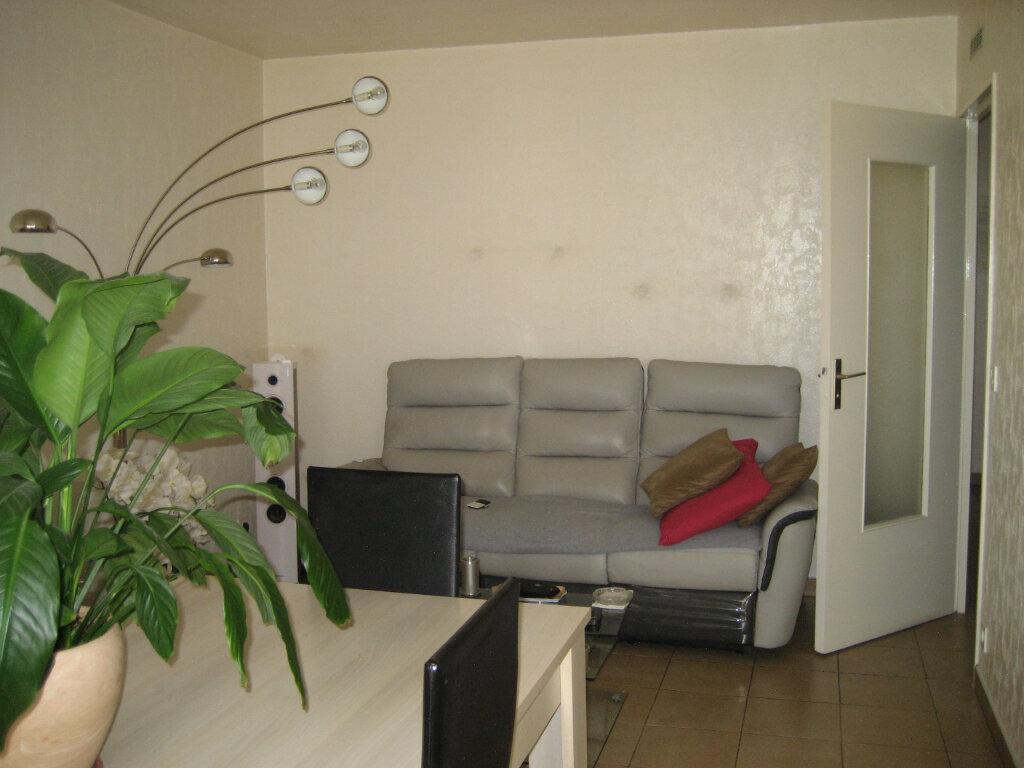 Appartement à louer 3 63.55m2 à Saint-Laurent-du-Var vignette-2