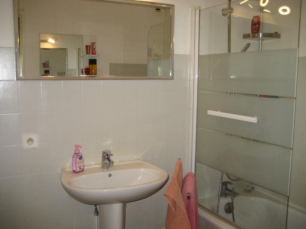 Appartement à louer 3 63.55m2 à Saint-Laurent-du-Var vignette-4