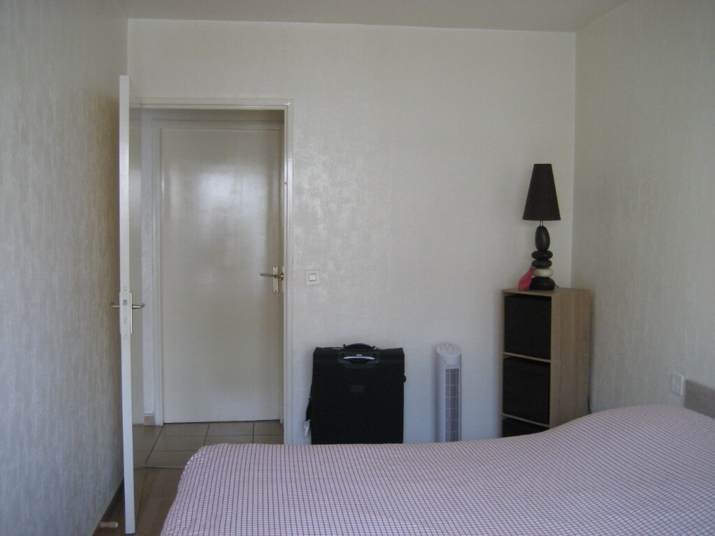 Appartement à louer 3 63.55m2 à Saint-Laurent-du-Var vignette-5
