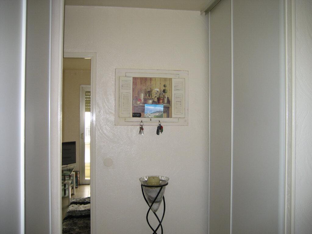 Appartement à louer 3 63.55m2 à Saint-Laurent-du-Var vignette-7