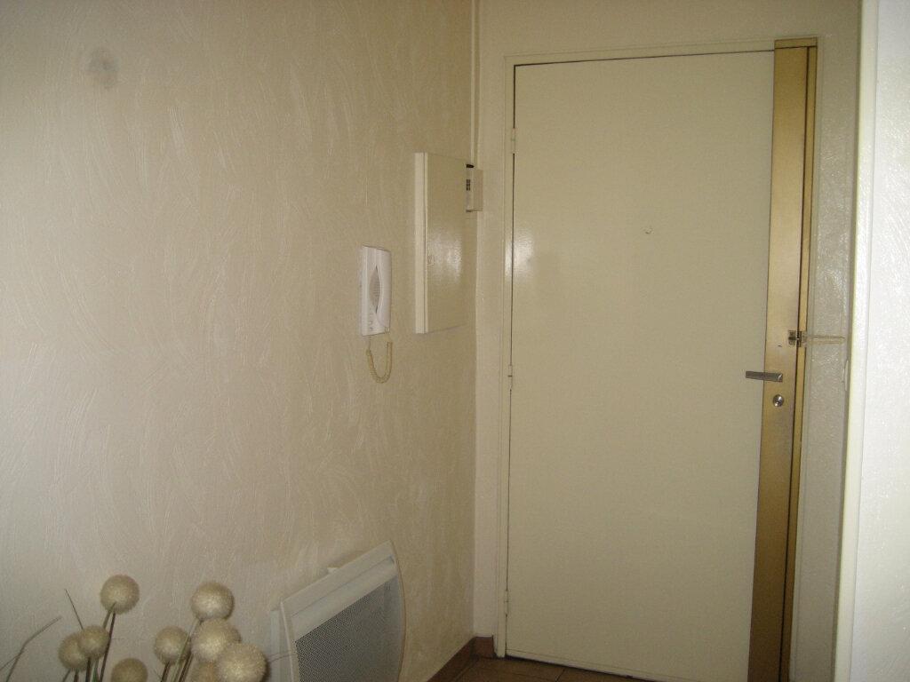 Appartement à louer 3 63.55m2 à Saint-Laurent-du-Var vignette-8