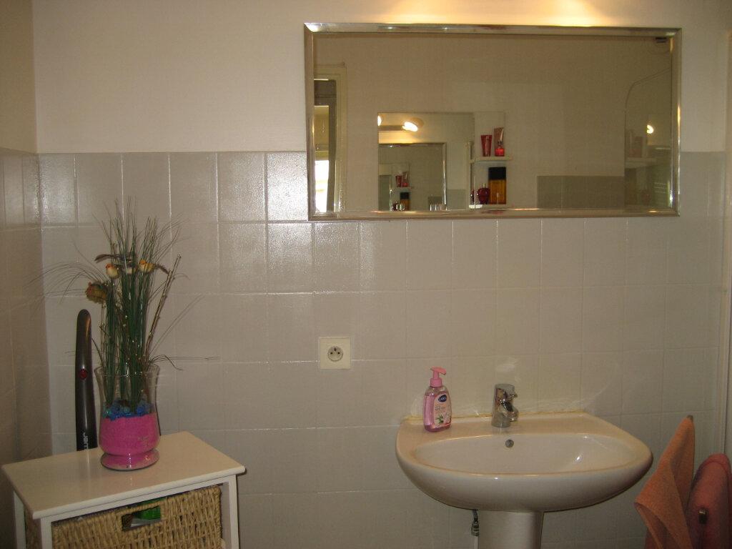 Appartement à louer 3 63.55m2 à Saint-Laurent-du-Var vignette-9