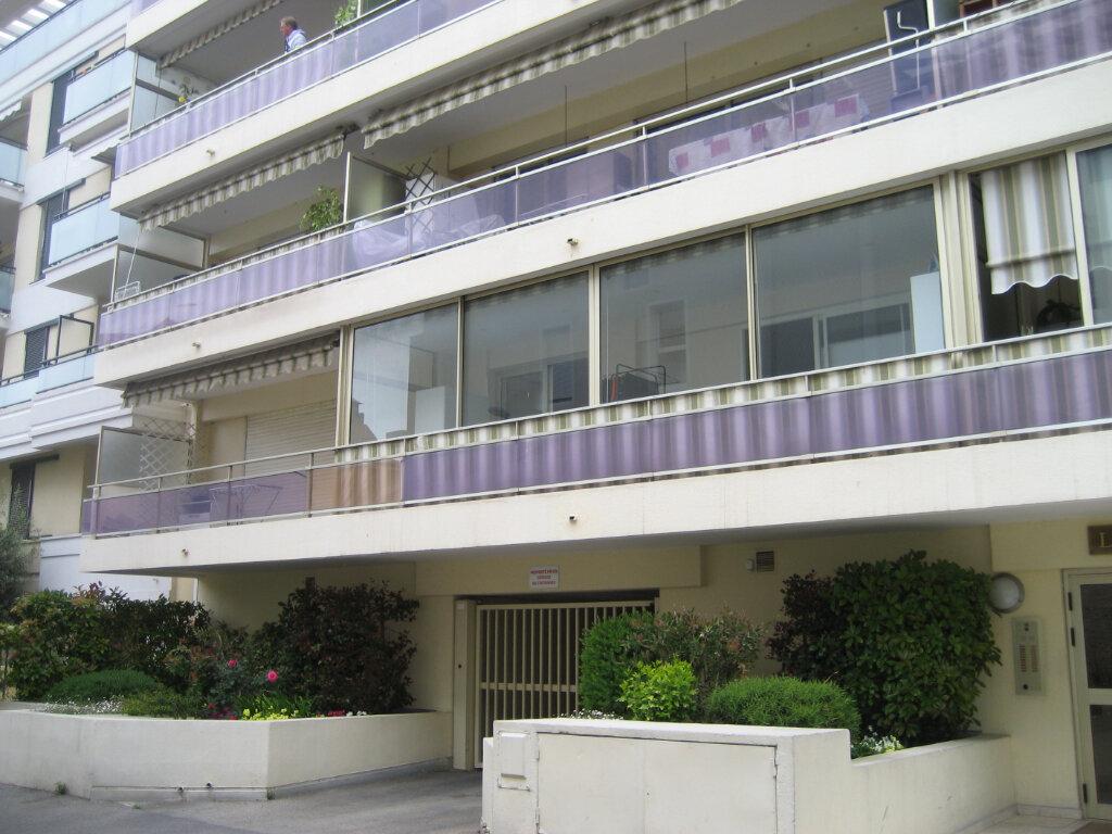 Appartement à louer 3 63.55m2 à Saint-Laurent-du-Var vignette-11