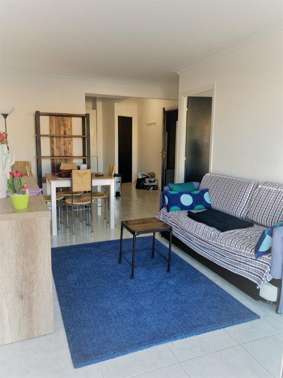 Appartement à louer 2 38m2 à Saint-Laurent-du-Var vignette-2
