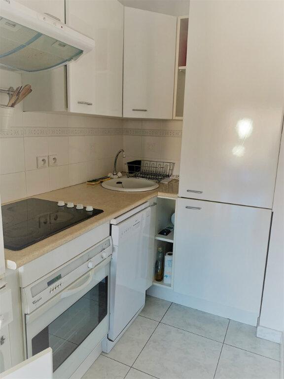 Appartement à louer 2 38m2 à Saint-Laurent-du-Var vignette-5