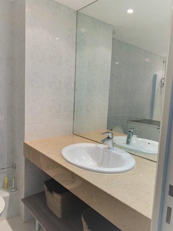 Appartement à louer 2 38m2 à Saint-Laurent-du-Var vignette-6