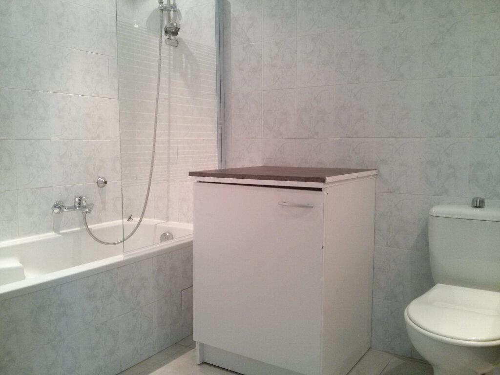 Appartement à louer 2 38m2 à Saint-Laurent-du-Var vignette-7