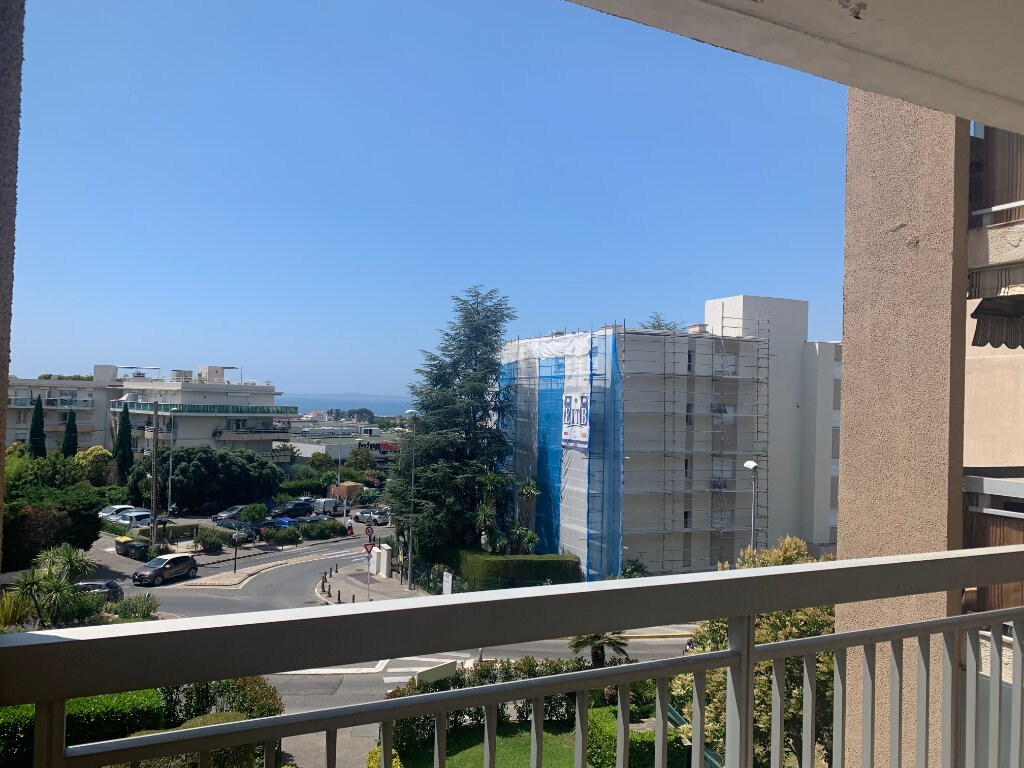 Appartement à louer 4 89m2 à Saint-Laurent-du-Var vignette-1