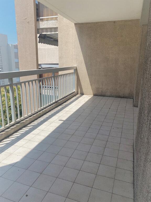 Appartement à louer 4 89m2 à Saint-Laurent-du-Var vignette-2
