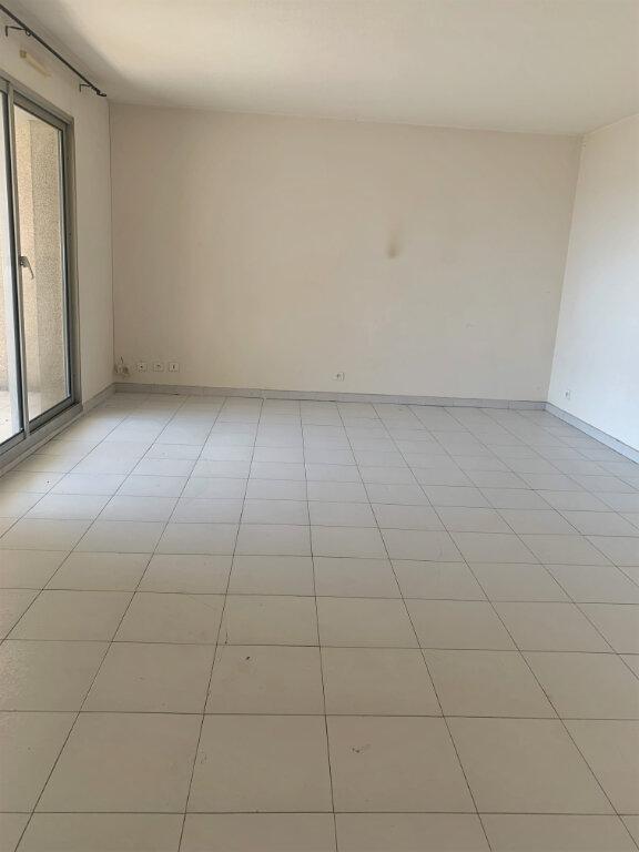 Appartement à louer 4 89m2 à Saint-Laurent-du-Var vignette-3