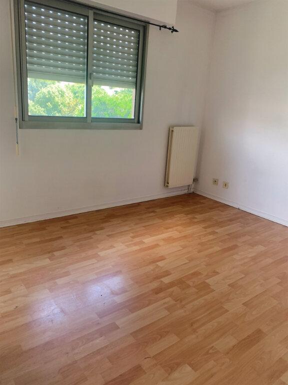 Appartement à louer 4 89m2 à Saint-Laurent-du-Var vignette-9