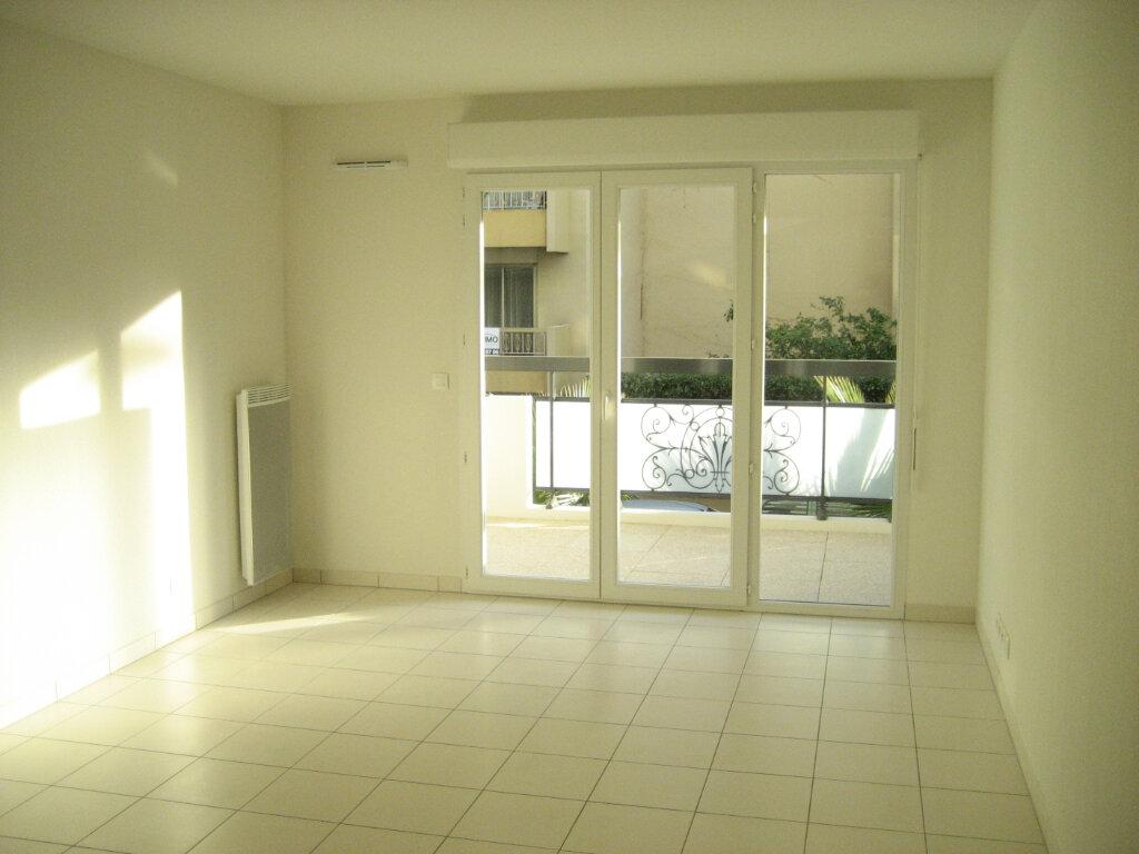 Appartement à louer 2 41.69m2 à Saint-Laurent-du-Var vignette-3