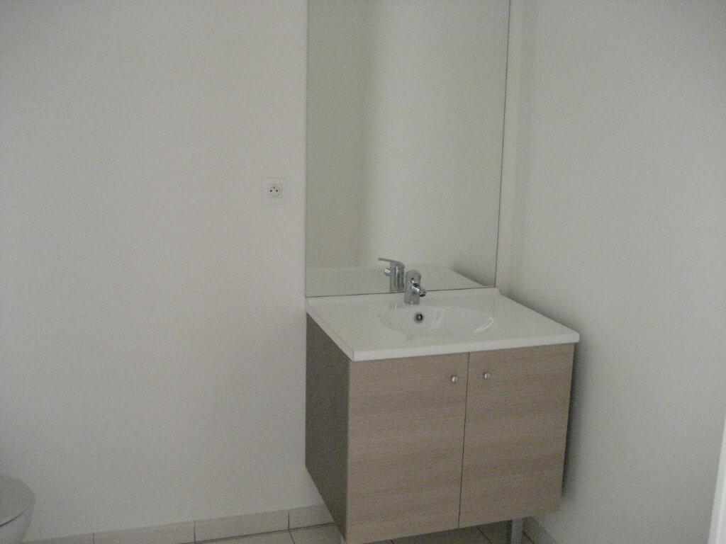 Appartement à louer 2 41.69m2 à Saint-Laurent-du-Var vignette-5