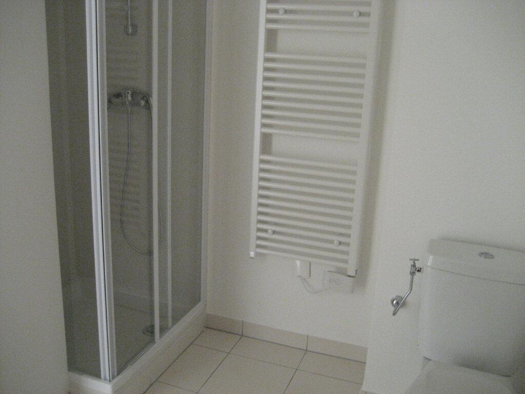 Appartement à louer 2 41.69m2 à Saint-Laurent-du-Var vignette-6