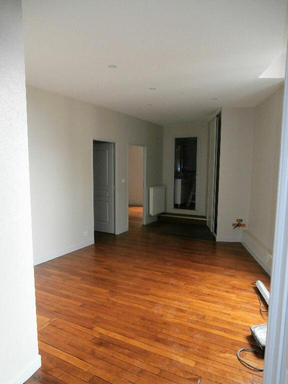 Appartement à louer 2 62.3m2 à Périgueux vignette-2