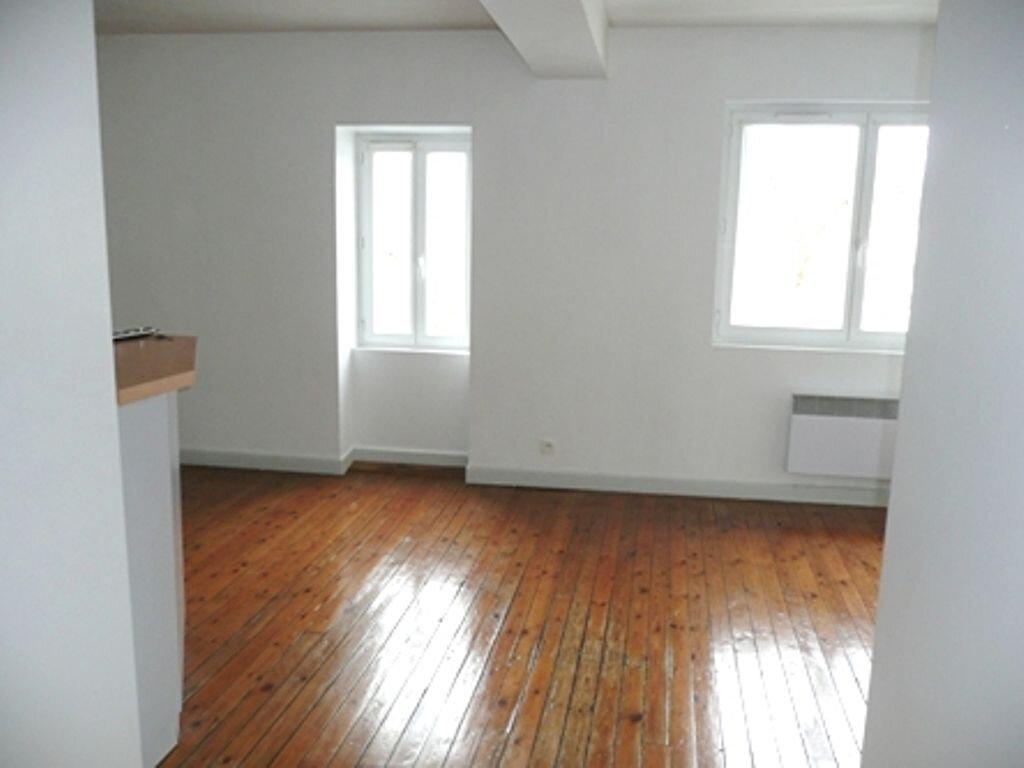 Appartement à louer 2 35m2 à Périgueux vignette-2