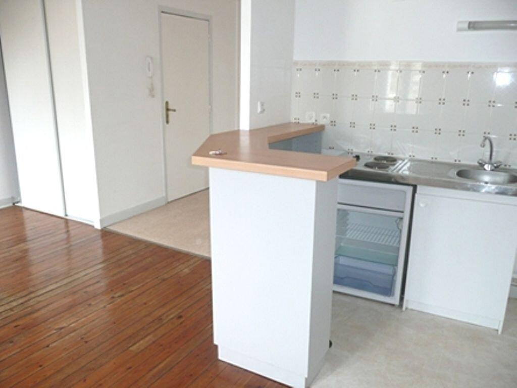 Appartement à louer 2 35m2 à Périgueux vignette-3