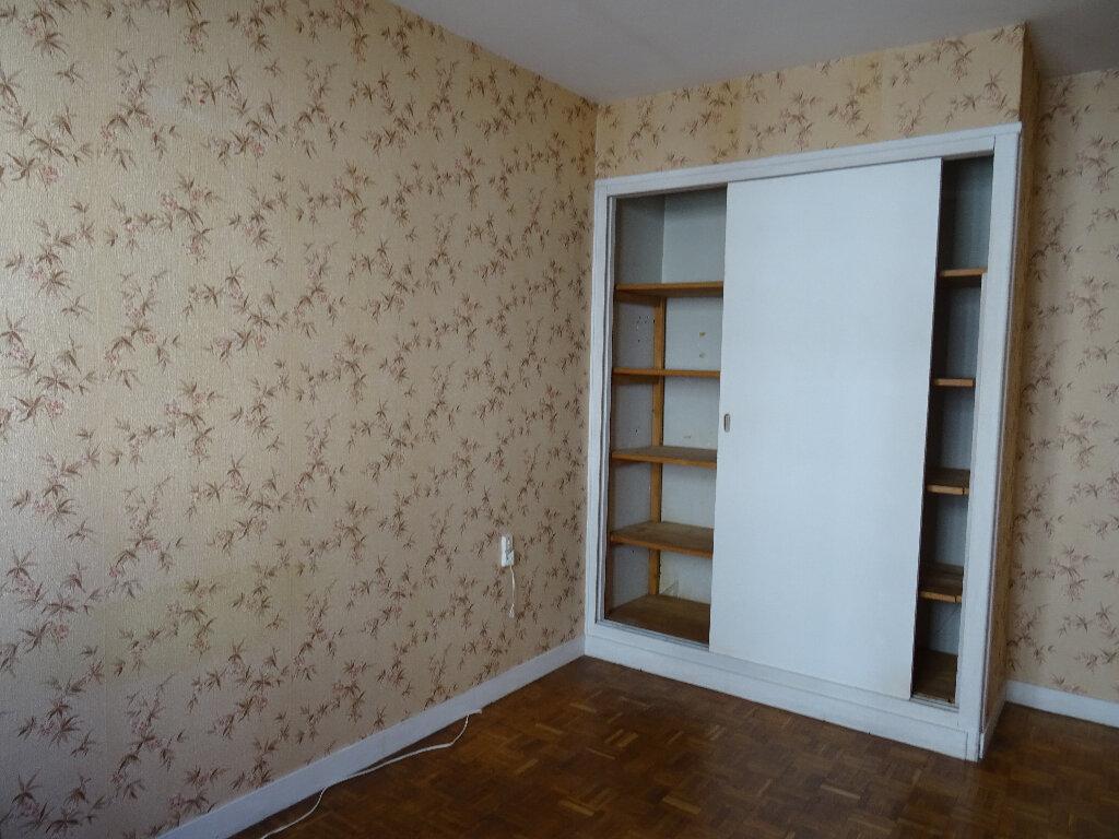 Appartement à vendre 4 70.59m2 à Notre-Dame-de-Sanilhac vignette-1