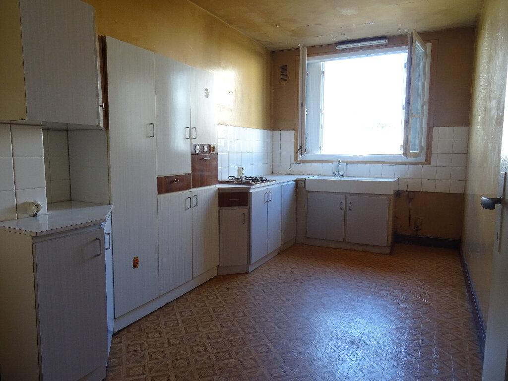 Appartement à vendre 4 70.59m2 à Notre-Dame-de-Sanilhac vignette-3