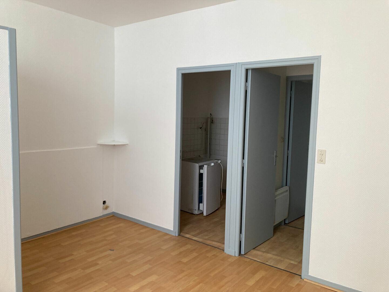 Appartement à louer 1 25m2 à Périgueux vignette-2