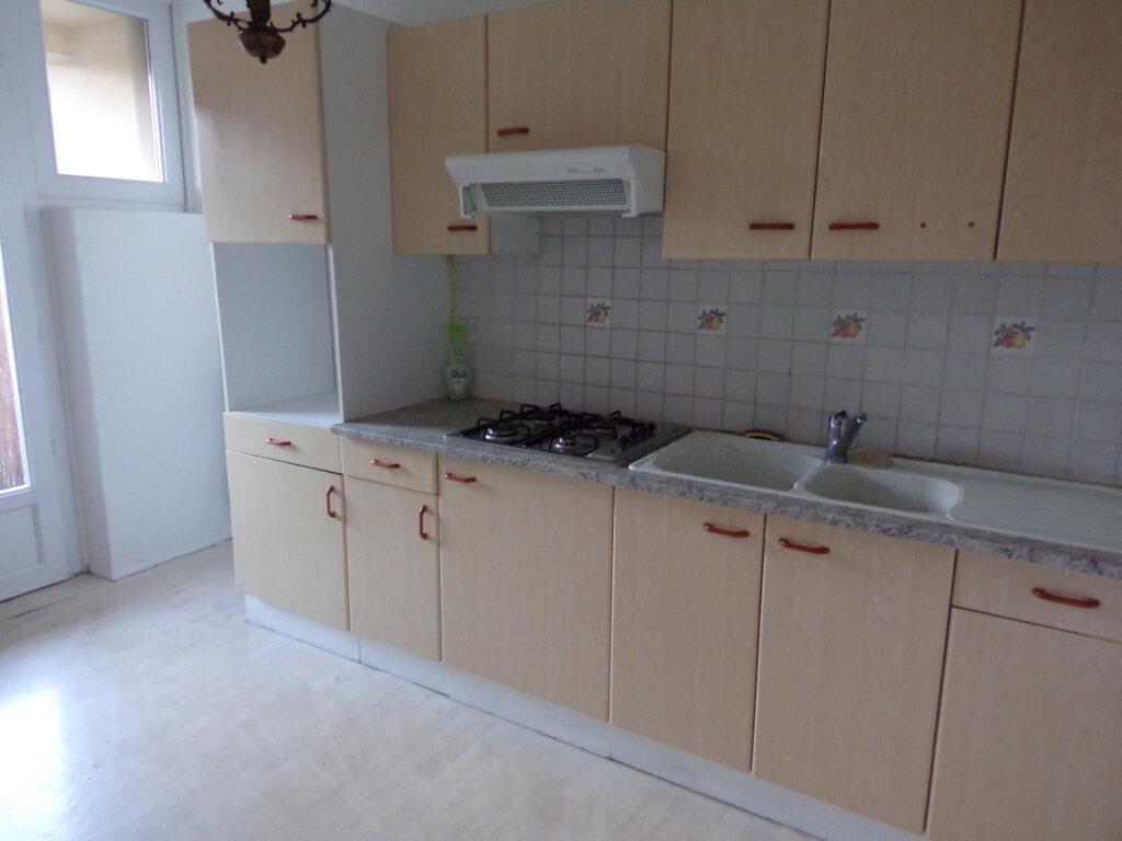Appartement à louer 3 69.35m2 à Périgueux vignette-2