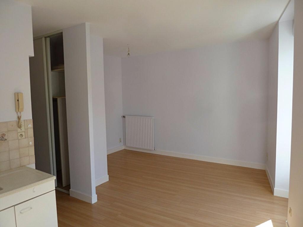 Appartement à louer 3 45m2 à Périgueux vignette-2