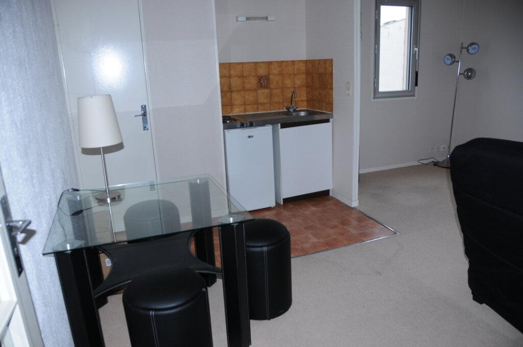 Appartement à louer 1 29.23m2 à Périgueux vignette-3