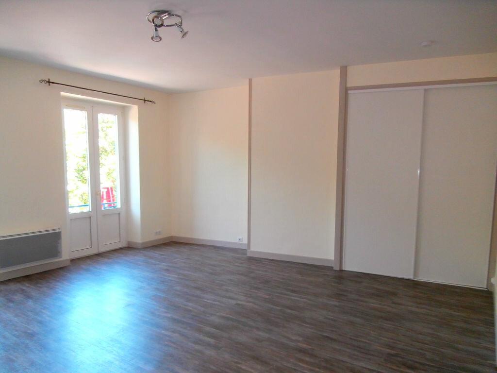 Appartement à louer 3 56.56m2 à Terrasson-Lavilledieu vignette-2