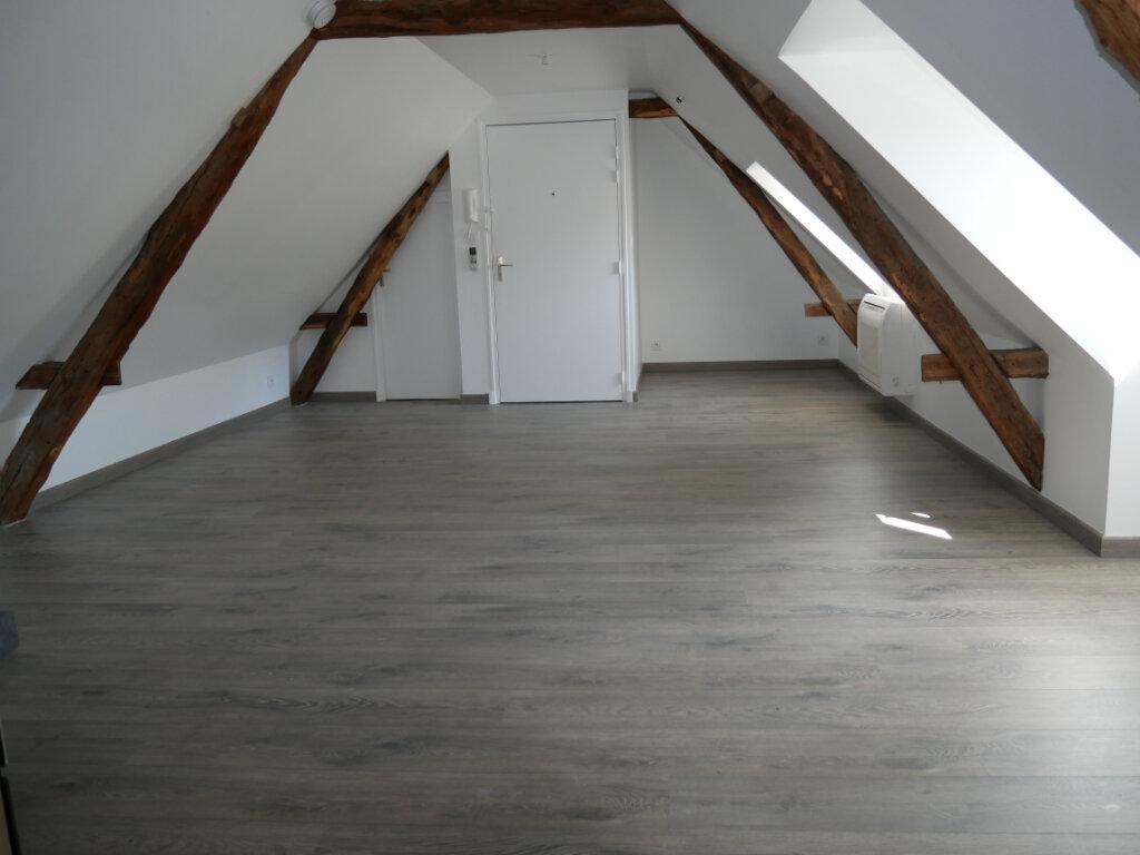 Appartement à louer 1 20.9m2 à Terrasson-Lavilledieu vignette-3