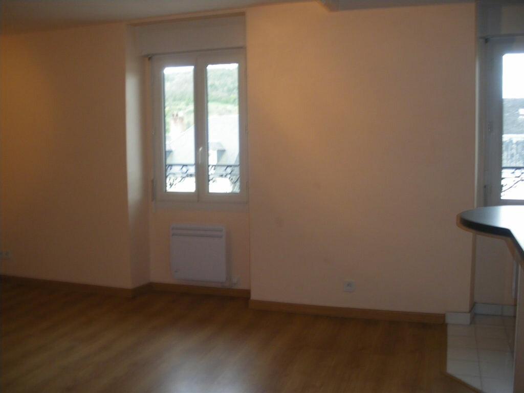 Appartement à louer 1 27m2 à Terrasson-Lavilledieu vignette-2