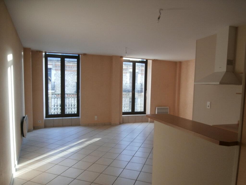 Appartement à louer 2 50m2 à Terrasson-Lavilledieu vignette-1
