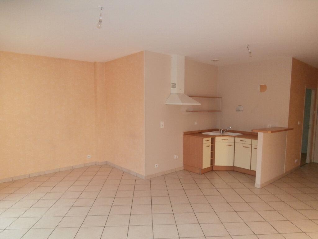 Appartement à louer 2 50m2 à Terrasson-Lavilledieu vignette-2