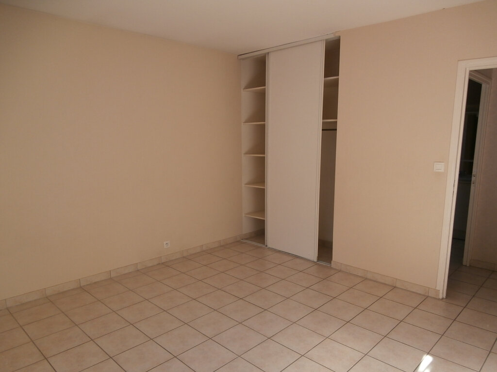 Appartement à louer 3 74m2 à Terrasson-Lavilledieu vignette-4