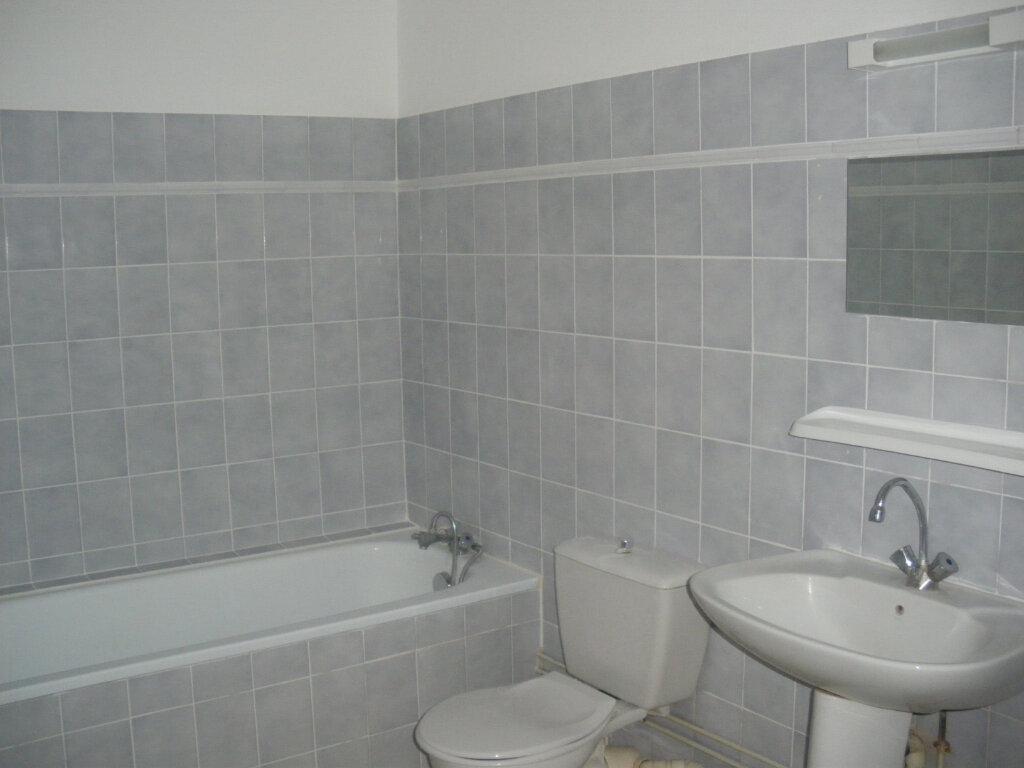 Appartement à louer 3 69m2 à Terrasson-Lavilledieu vignette-3