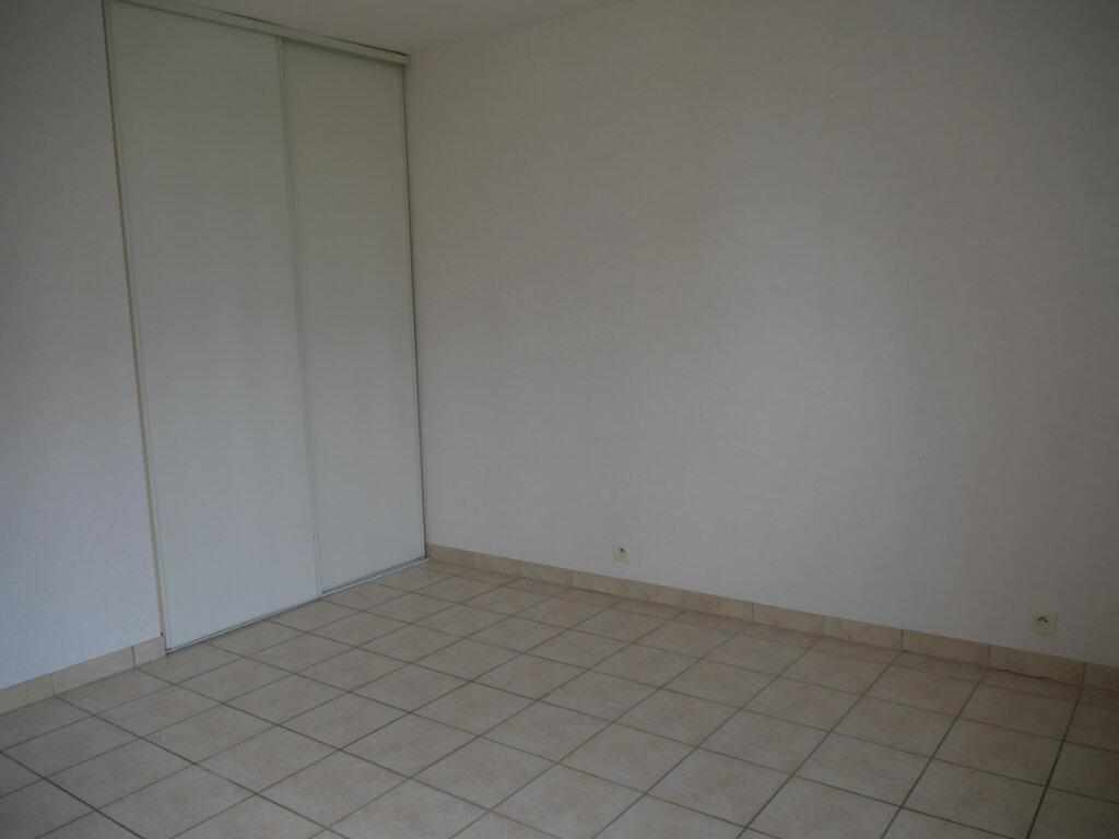 Appartement à louer 3 71.75m2 à Terrasson-Lavilledieu vignette-5