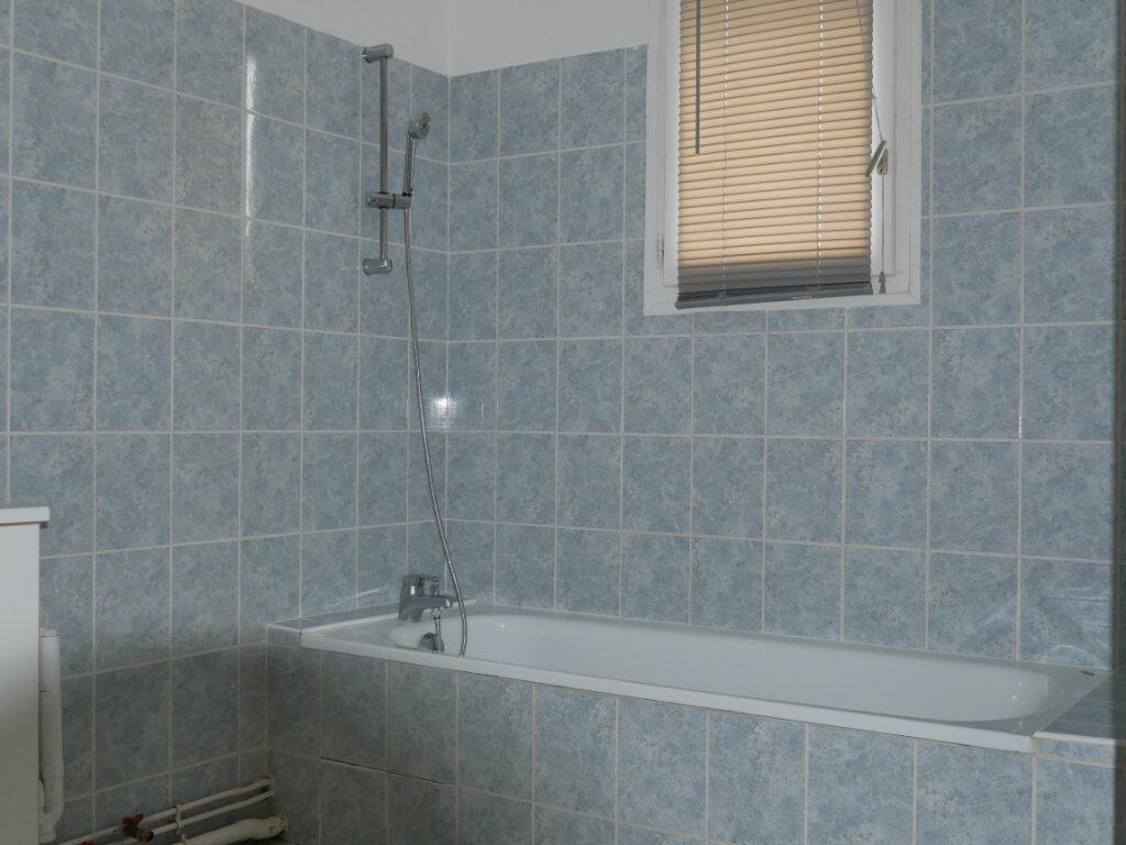 Appartement à louer 3 71.75m2 à Terrasson-Lavilledieu vignette-6