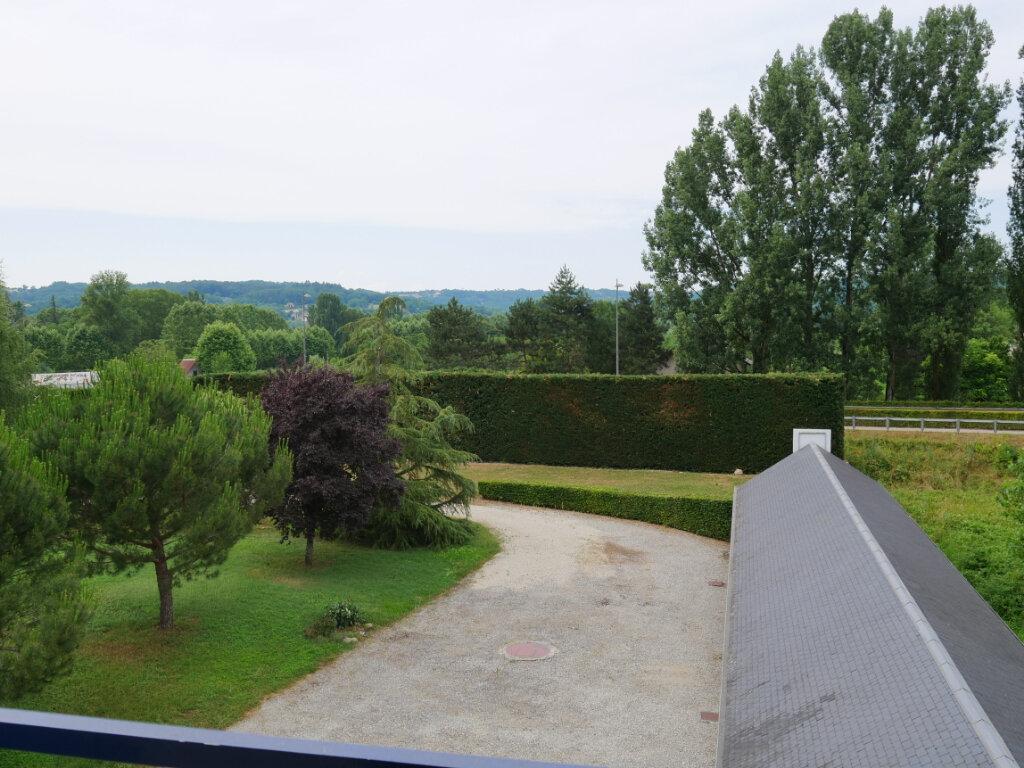 Appartement à louer 3 71.75m2 à Terrasson-Lavilledieu vignette-9