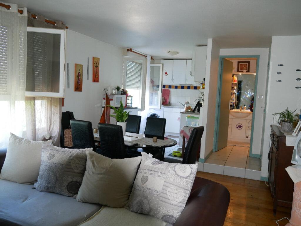 Appartement à louer 2 63.9m2 à Terrasson-Lavilledieu vignette-1