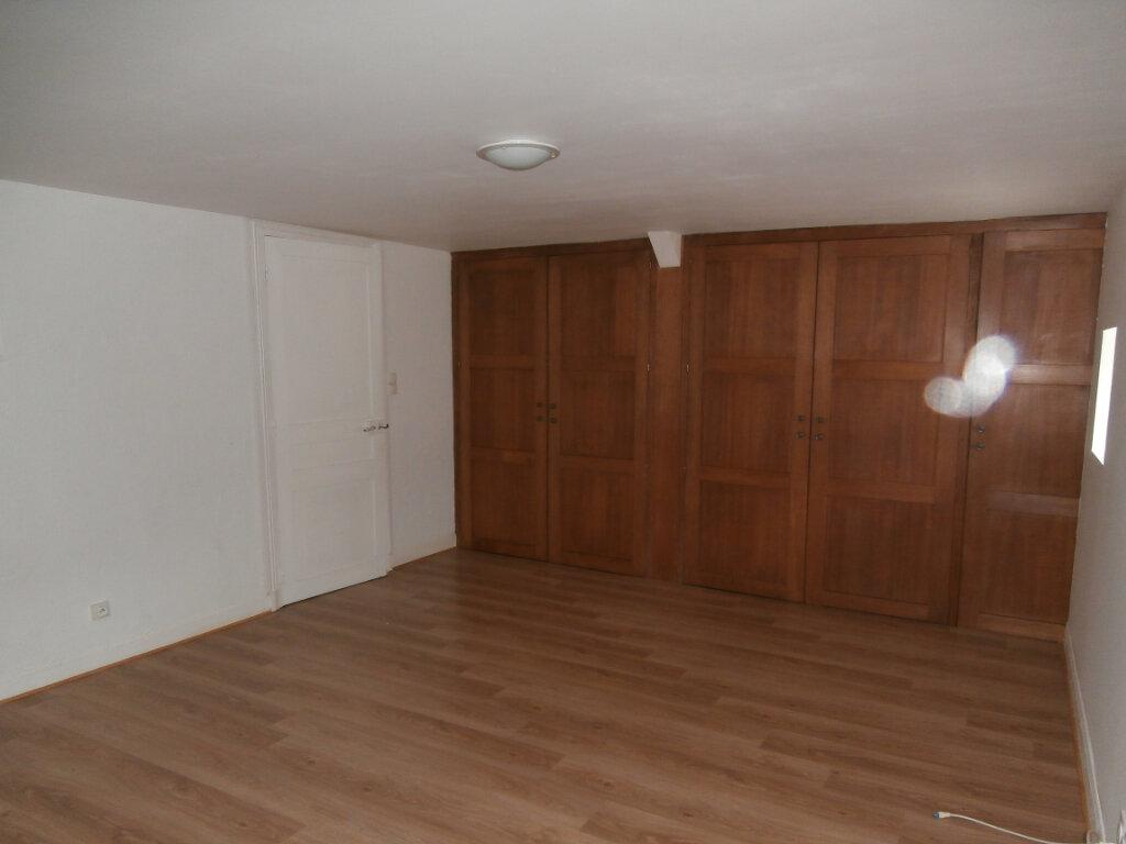 Appartement à louer 4 113m2 à Terrasson-Lavilledieu vignette-4