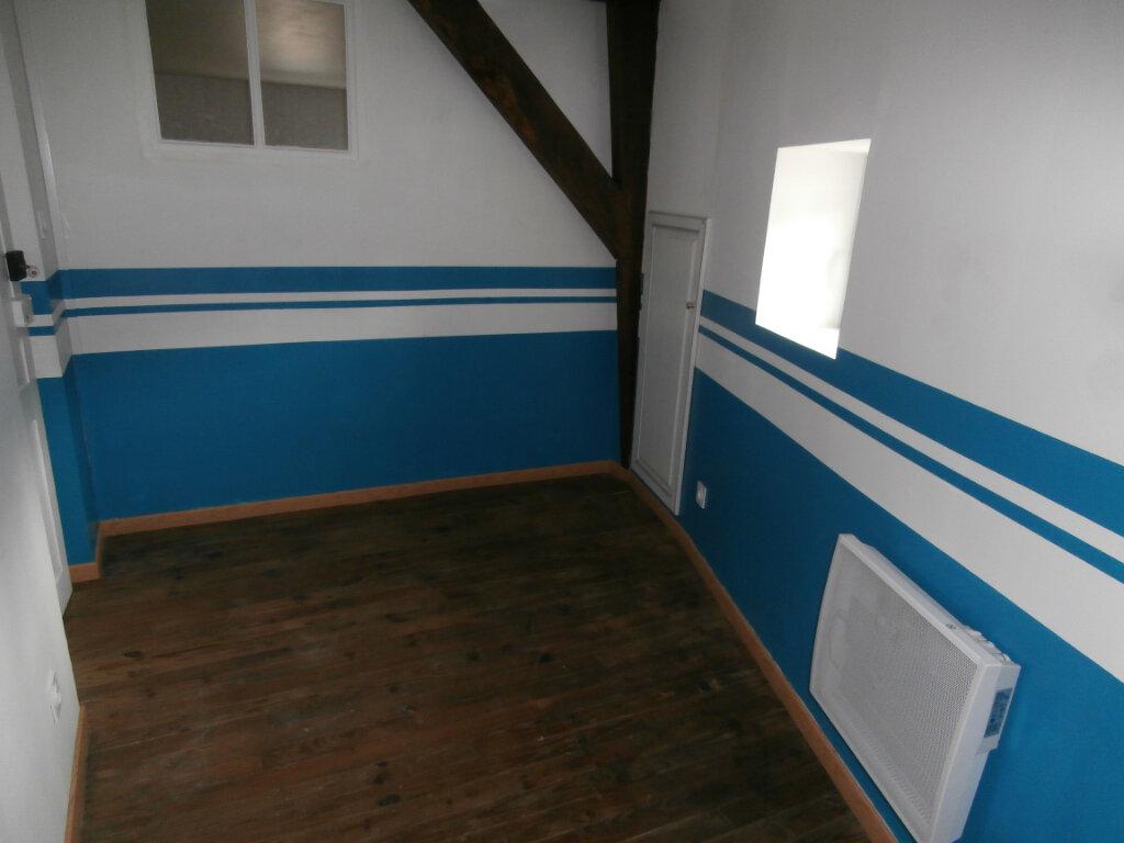 Appartement à louer 4 113m2 à Terrasson-Lavilledieu vignette-6